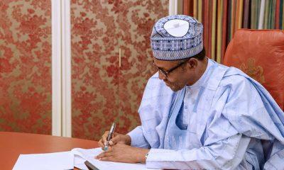 Buhari Signing Minimum Wage Bill, Naija News Hausa, Hausa News, Labaran Hausa daga Naija News